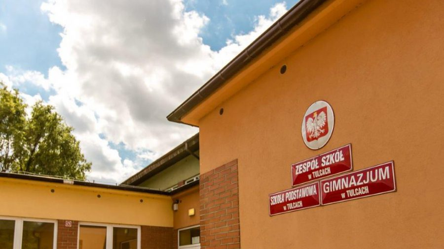 Zespół szkół w Tulcach